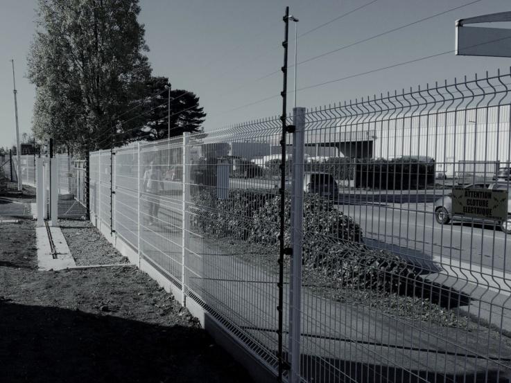Clôture électrique de sécurité sur clôture existante